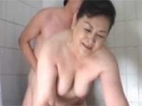 【無修正】高齢熟女 六十代ぽっちゃり母と無理矢理近親相姦セックス!