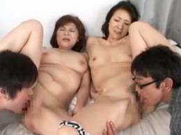 五十路の母とおばちゃんとくんずほぐれつ絡み合う4Pセックス! 高見礼子 高杉美幸