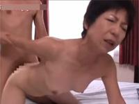61歳高齢熟女 若い男と激しいセックス ハスキーボイスでいくぅ! 蔵内美樹 xvideos