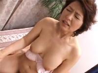 五十路の美熟女が息子相手に可愛い声で絶叫セックス! 里中亜矢子 近親相姦
