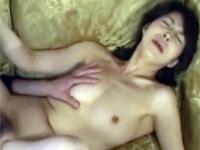【無修正】近親相姦 美人母が息子をビンタしたらなぜかチンポがカチンカチンになったのでセックス!