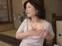 近親相姦 五十路の母 落ち込んだ息子を慰めるためフェラから中出しセックス 板倉幸江