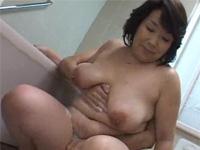ぽっちゃり五十路の絹田美津 お風呂で息子と洗いっこからセックス!