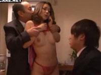 自分の美人妻をエロ下着姿にして僕とヤラせてくれる素晴らしい上司!内田美奈子