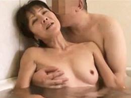 【無修正】五十路熟女が久しぶりのセックスでイカされて満足した模様w
