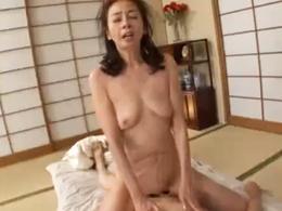 ケバエロ還暦母が息子もタジタジになるほどの濃厚セックス!