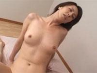 澤村レイコ 美人母のパンツでオナってたら見つかってセックス!