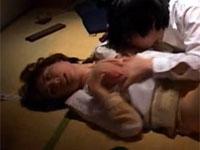 内田理緒 昭和の学生寮で憧れの未亡人寮母が無理矢理犯される!