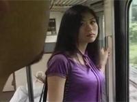 【ヘンリー塚本】欲求不満熟女が電車で男をあさりセックス 大越はるか