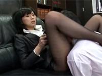 雨宮真貴 女上司が部下に黒パンスト足舐め強要!更に足コキセックス!