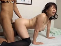蒼乃幸恵 美人で巨乳な熟女と中出し不倫セックス!