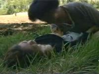 【ヘンリー塚本】畑で農作業中の農家の嫁が青年にレイプされる