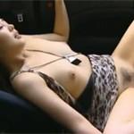 【ヘンリー塚本】熟女がオープンカーでデート中に我慢できず不倫セックス