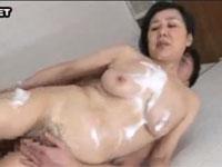 高齢熟女 三井彩乃 六十代熟女のお風呂近親相姦セックス!