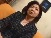 52歳ぽちゃ熟女が42歳とサバを読みAV出演 最後は顔射のセックス!