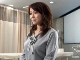 【無修正】不妊治療で訪れたクリニックでハメられ中出しされる垂れ乳熟女妻 滝沢さゆり