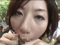 翔田千里 美熟女が包茎チンポの皮引っ張ったりしてるうちムラムラしパクッとフェラ!