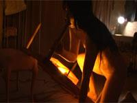 【ヘンリー塚本】電気こたつを点け その足をマンコに挿入し本気汗だくオナニーする女