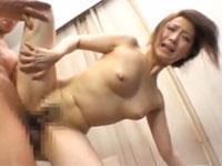 川上ゆう 人気熟女と激しいセックスから思わず中出し!!