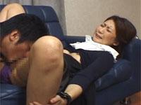 勉強を教えるスーツ姿の美人母をムラムラした息子が押し倒しクンニからセックス!