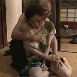 【ヘンリー塚本】乳飲み子を抱えた欲求不満妻は老いた義父とセックスしてしまう 川上ゆう