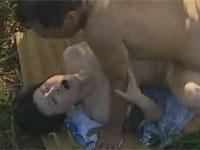 【ヘンリー塚本】農家の露出狂男女が畑で野外セックス 浅井舞香