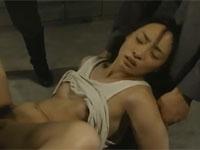 【ヘンリー塚本】戦時中に敵国の将校たちに捕まり輪姦されてしまう女