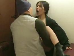 【ヘンリー塚本】超ド変態の露出狂妻が男を自宅に誘い込んでハメてもらう!