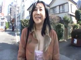 【初撮り】未婚の55歳・巨乳熟女が置き忘れてきた青春を取り戻すためにAV出演!