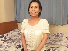還暦熟女が十数年ぶりのセックスでシワシワ閉経マ◯コに肉棒が突き刺さる! 東條志乃