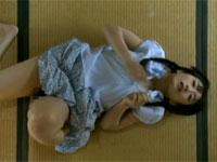 【ヘンリー塚本】昭和の日本家屋で大工の棟梁をネタにオナニーする女
