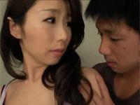 篠田あゆみ 薄着の美人母に欲情してセックスしてしまった!