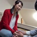 五十路美熟女がおとなしい童貞くん宅を訪問し、優しく筆おろし! 安野由美