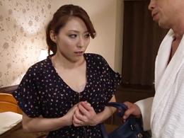 共同経営者に裏切られ、夫を守るために身を差し出す美熟妻 白木優子