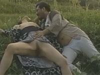 【ヘンリー塚本】昭和の風景 草むらでモンペ姿の男女が激しいファック!
