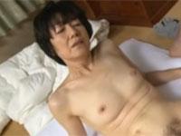 【高齢熟女】加山忍 美人還暦熟女の久々セックスは自分のオナニーを見られた息子!