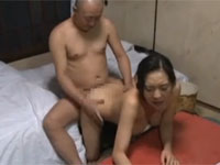 【ヘンリー塚本】義妹とセックスした後に大家の熟女とセックス