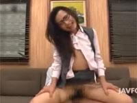 管野しずか 眼鏡の美人熟女が取引先で枕営業セックス!xvideos