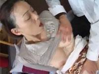 青井マリ 五十路の垂れ乳熟女が義理息子とセックス!