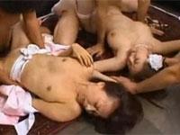 牧原れい子 麻美ゆま 五十路熟女とその娘がウェディングドレスで並んで犯される!