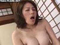 蒼乃幸恵 美人で細身巨乳な母と近○相○セックス!