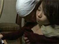 【ヘンリー塚本】昭和のクリーニング店の熟夫婦は仕事の合間にセックス