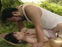 【ヘンリー塚本】野良仕事の昼飯中に若い女とセックス