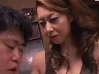 風間ゆみ 巨乳熟女が覗いていた近所の房童貞君をドSに罵り筆おろし!