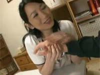 北原夏美 セックス好き熟女が息子の寮で寮母代わりになり若者を次々頂いちゃう!