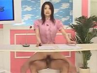 水嶋あずみ 人妻女子アナがハメられながらニュース読みます!