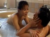 【無修正】赤坂ルナ 美熟女が可愛い息子を甘やかして、お風呂でフェラ抜き!