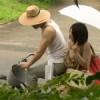 【ヘンリー塚本】留守の戸建て自宅不倫する熟女と野外で不倫する熟女