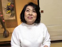 農家を営む還暦おばさんにたっぷりプロ男優とのセックスを味わってもらう 浜崎直子