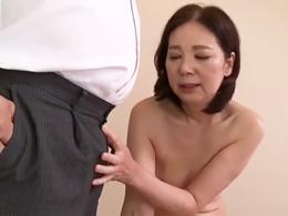 ブラックな会社の社長に息子とのセックスや得意先への性接待を強要される五十路熟女